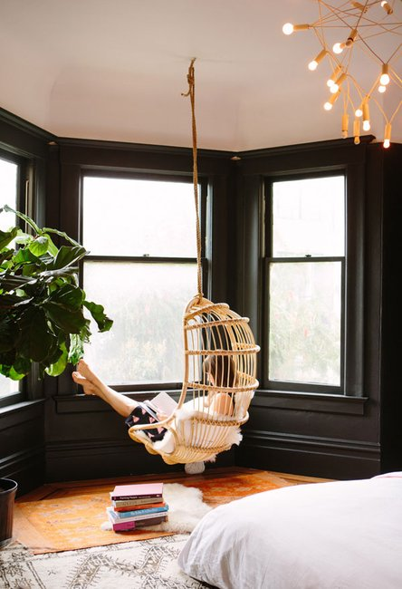 We are TOTES jealous of Oh Happy Day s perfect bedroom reading chair. 10 Nap Worthy Hanging Chairs   Brit   Co